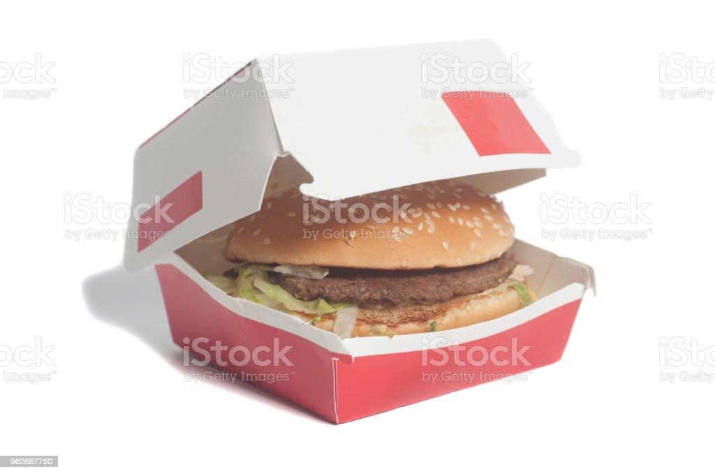 Délicieux hamburger big dans boîte en carton - Photo