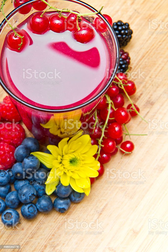 Delicious blackberry,raspberry and blueberry juice photo libre de droits