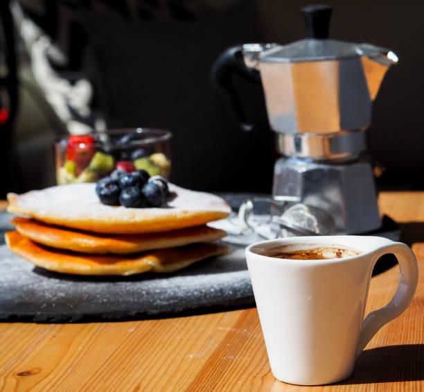 맛있는 조식 제공 - 커피 마실 것 뉴스 사진 이미지