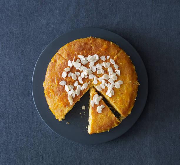 köstliche kuchen - obst käsekuchen stock-fotos und bilder