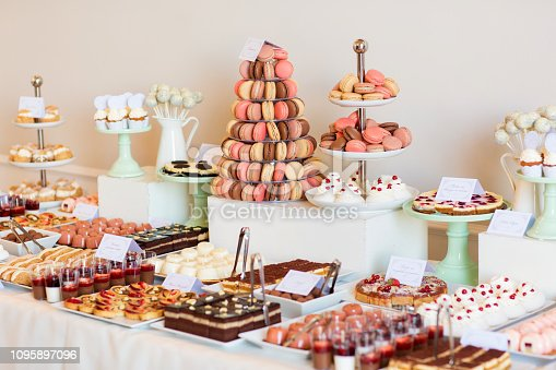 istock Delicious candy bar for wedding 1095897096