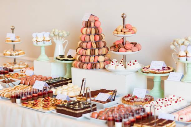 deliciosos caramelos para la boda - postre fotografías e imágenes de stock