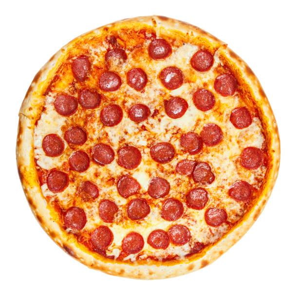 heerlijke klassieke italiaanse pizza pepperoni met worst en kaas mozzarella - dikke pizza close up stockfoto's en -beelden
