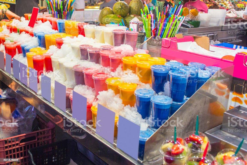 Batidos de frutas deliciosos - foto de stock