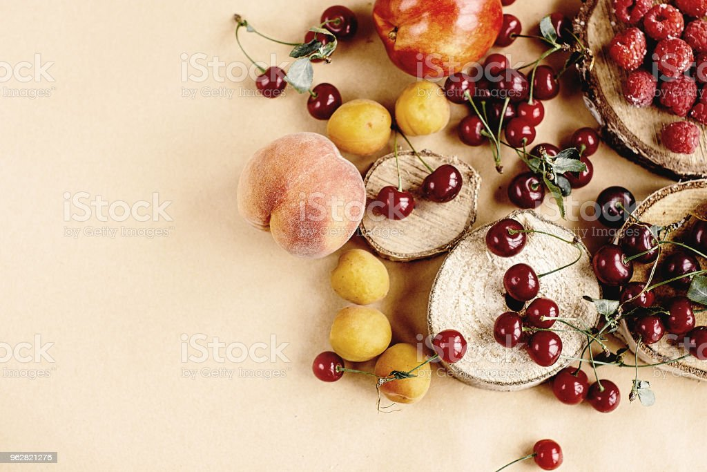 delicious fruits on wooden background, rustic summer concept, colorful wallpaper, space for text - Foto stock royalty-free di Albicocca