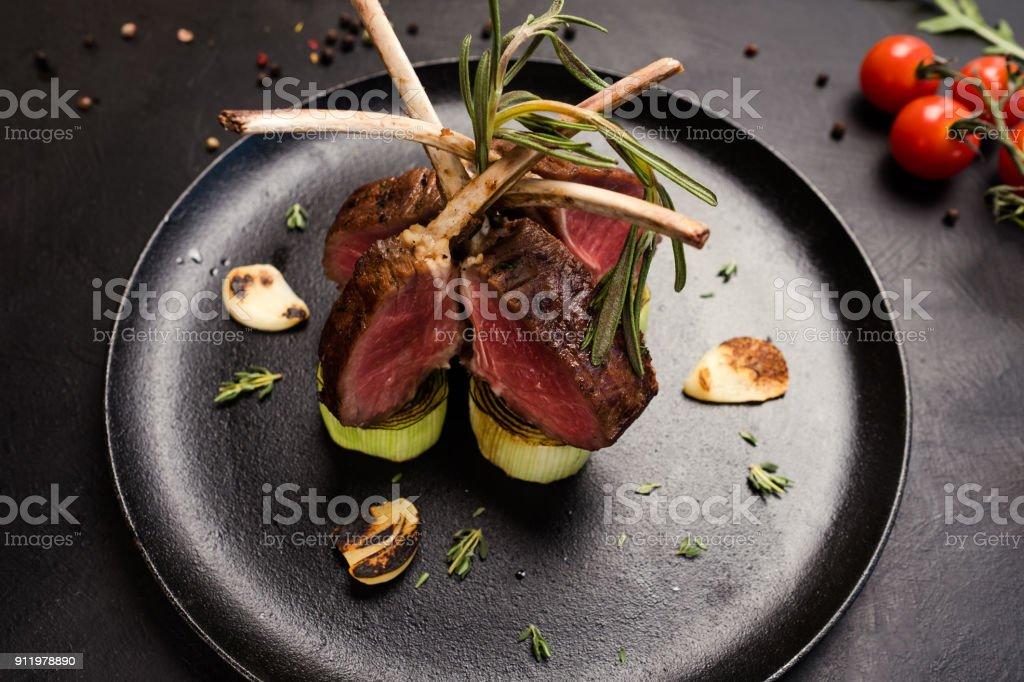 köstliches Gourmet-Rack mit Lamm Rezept – Foto