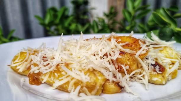 pisang bakar lezat - cheese grilled banana potret stok, foto, & gambar bebas royalti