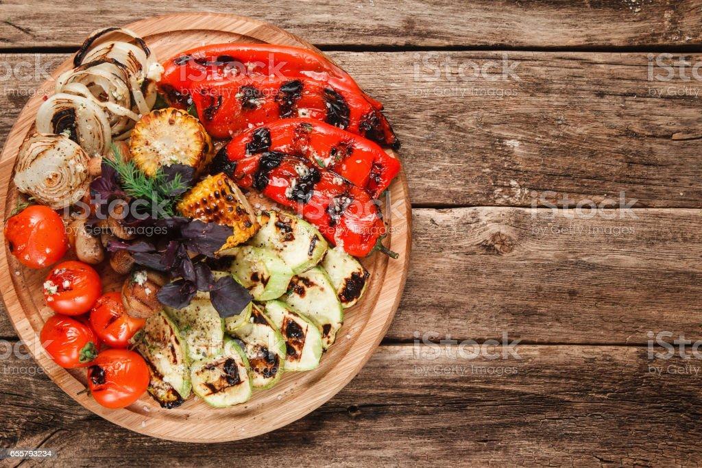 Leckere gegrillte Gemüse. Vegetarisches Essen. – Foto