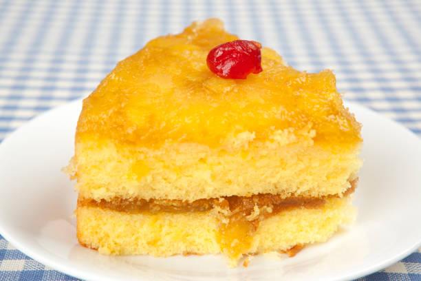 köstliche layer cake - ananaskuchen stock-fotos und bilder