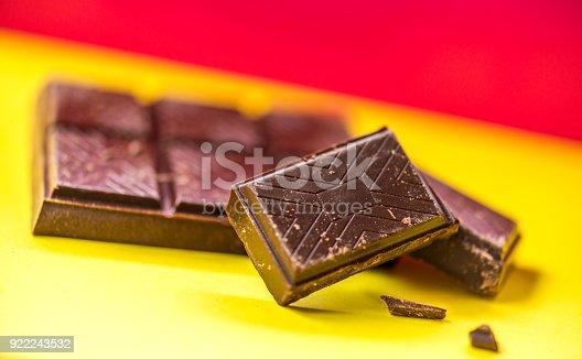 istock Delicious looking chocolate bar 922243532