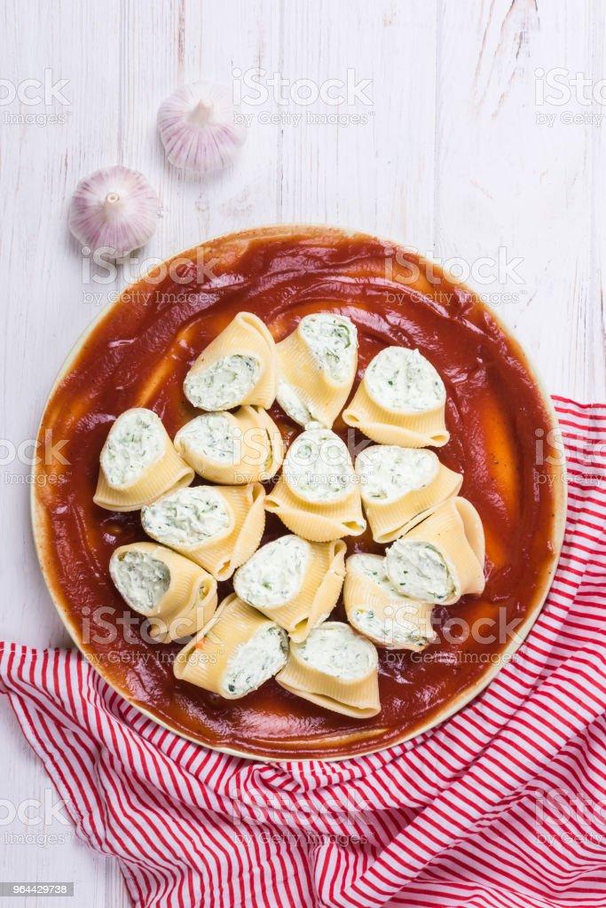 Lumaconi deliciosa refeição de massa - Foto de stock de Almoço royalty-free