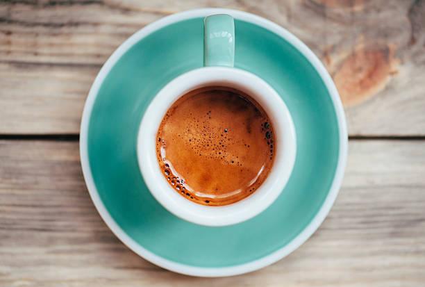 köstliche espresso kaffee am morgen - espresso stock-fotos und bilder