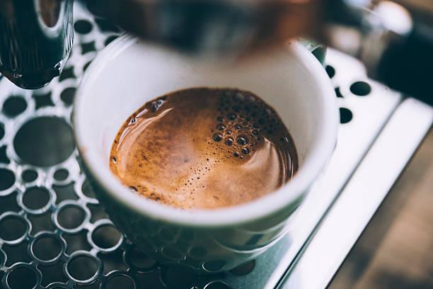 köstliches frühstück, frischen kaffee - espresso stock-fotos und bilder