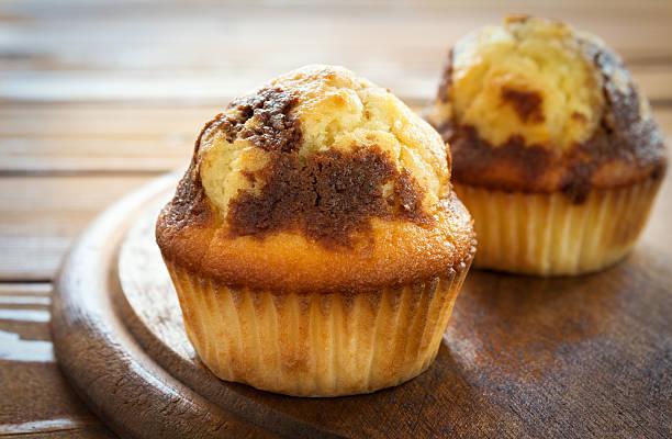 leckere muffins - vanille muffins stock-fotos und bilder