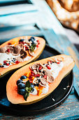 Delicious Papaya Boats – the new kind of breakfast bowls