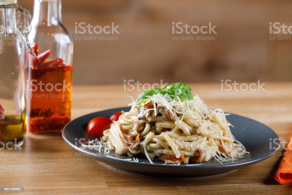 Leckere Pasta mit Speck und Pilzen. Stock Bild Lizenzfreies stock-foto