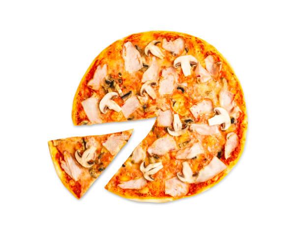 leckere pizza mit schinken und pilzen isoliert - low carb pizzateig stock-fotos und bilder