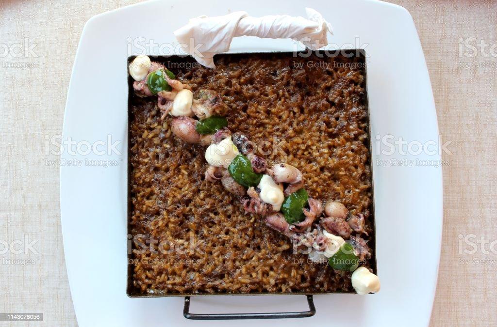 Delicioso arroz con comida de mar - foto de stock
