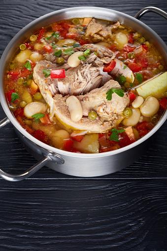 Delicious Rich Pork And Vegetables Soup With White Beans Green Peas And Species - Fotografias de stock e mais imagens de Acima