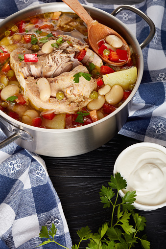 Heerlijke Rijke Varkensvlees En Groenten Soep Met Witte Bonen Groene Erwten En Soorten Stockfoto en meer beelden van Achtergrond - Thema