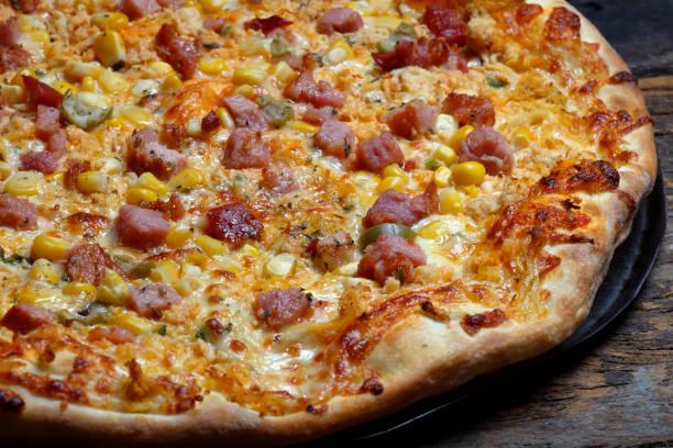 carne assada deliciosa pizza - junk food - fotografias e filmes do acervo