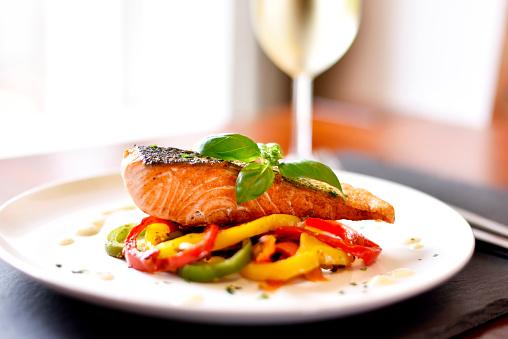 Delicious Salmon Filet Foto de stock y más banco de imágenes de Albahaca