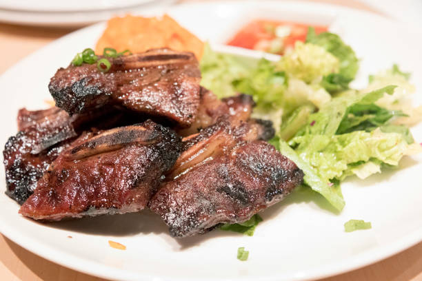 delicious short ribs plate with vegetables - guam foto e immagini stock
