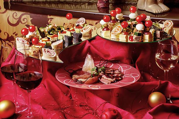 leckere snacks - schnelles weihnachtsessen stock-fotos und bilder