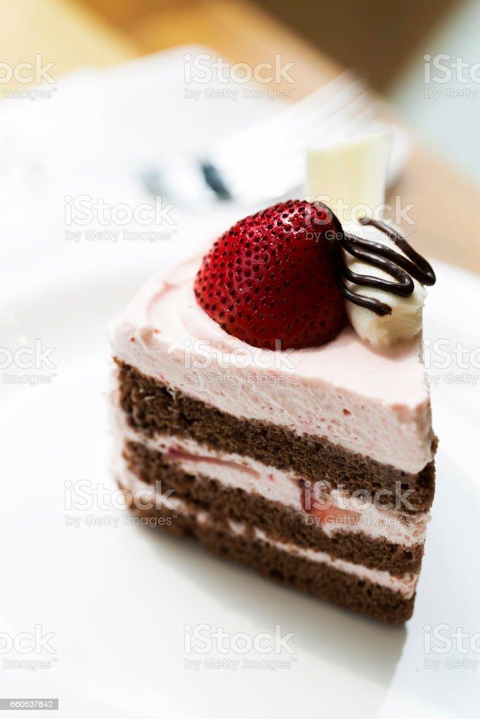Leckere Erdbeere Kuchen auf Teller gedreht – Foto