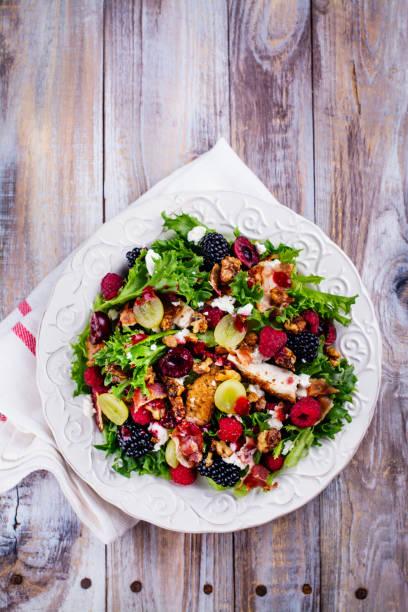 Salada de verão delicioso - foto de acervo