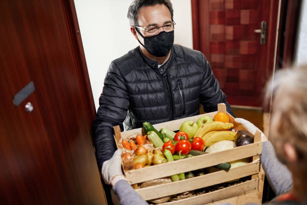 delivering food during coronavirus lockdown - essential workers stock pictures, royalty-free photos & images