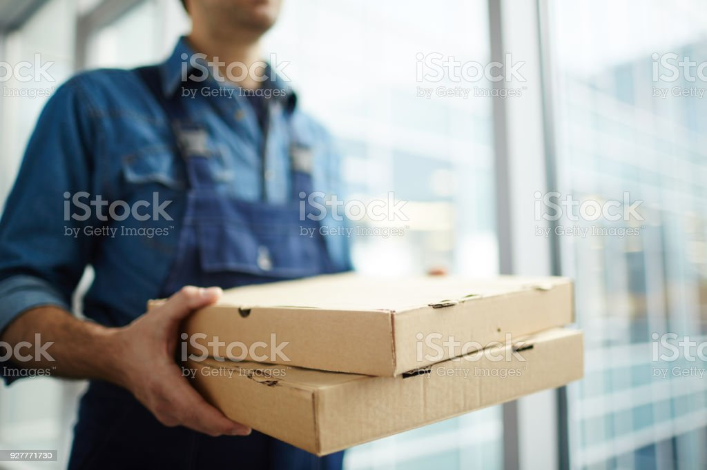 Delivering pizza стоковое фото