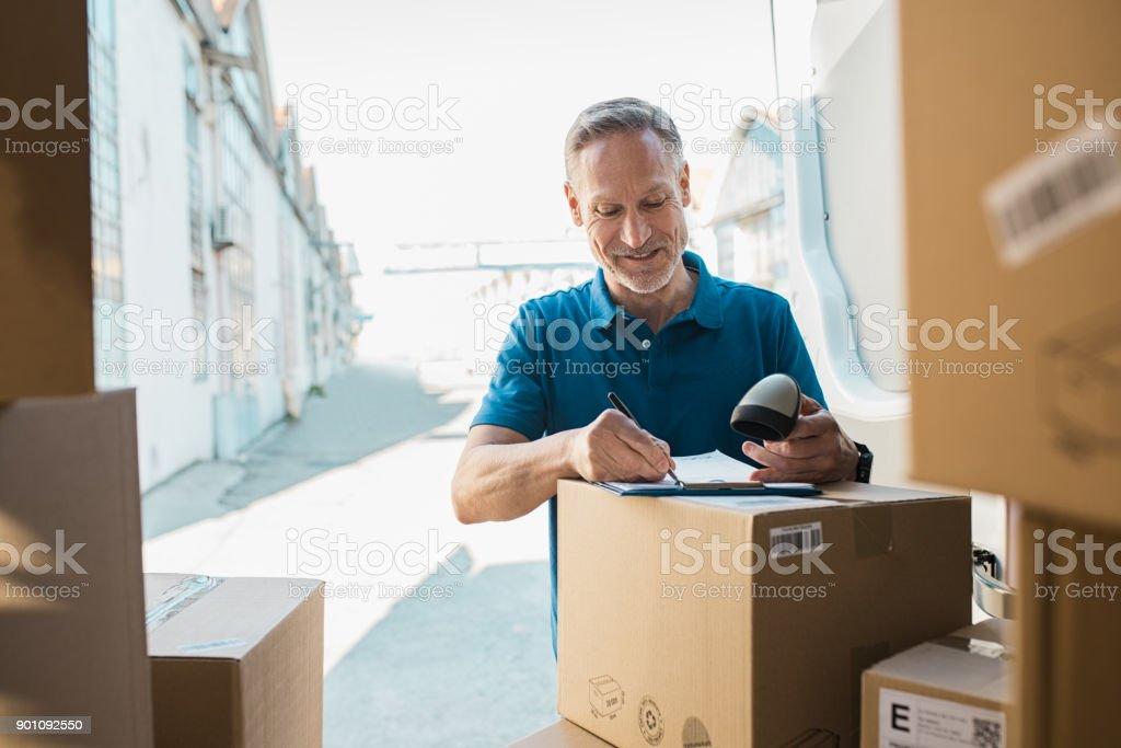 Composition mise à jour de la livraison homme - Photo