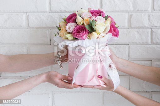 istock Delivery of a floristry workshop 687920534