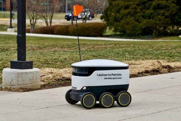 leverans robot vid george mason university - delivery robot bildbanksfoton och bilder