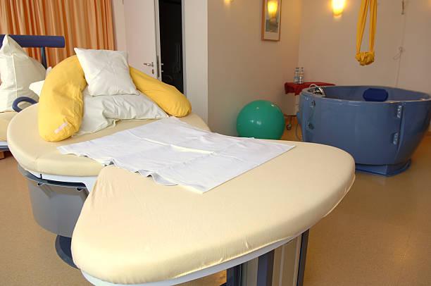 delivery room#2 - badewannenkissen stock-fotos und bilder