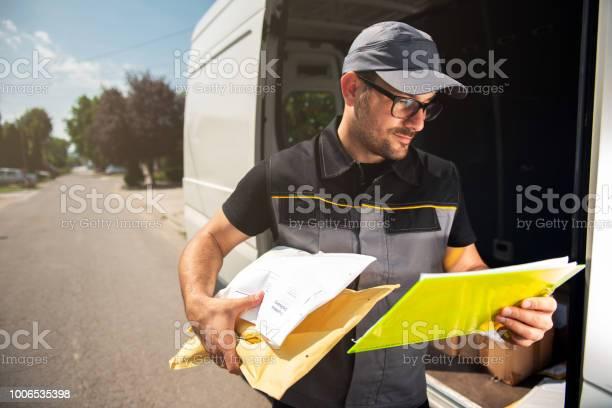 Delivery service picture id1006535398?b=1&k=6&m=1006535398&s=612x612&h=uonwjypgvwkq9rapkuxzzniwayhrey8owsmpsax5bra=
