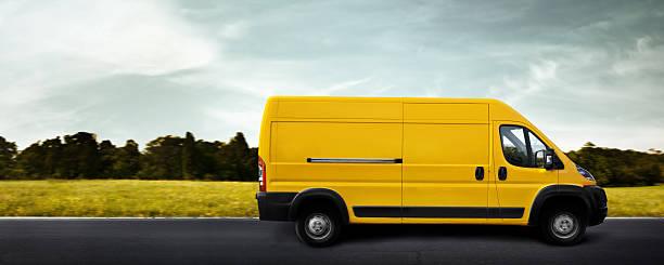 lieferung lkw - kastenwagen stock-fotos und bilder