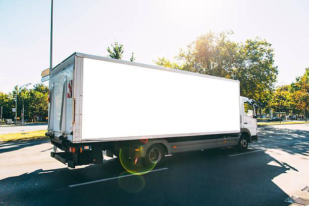 lieferung lkw  - umzug transport stock-fotos und bilder