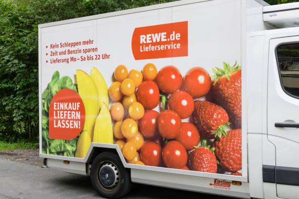 rewe-lieferwagen - rewe supermarket stock-fotos und bilder