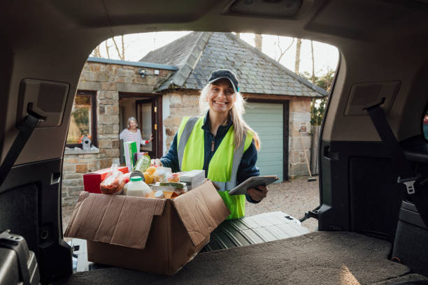 Delivery Woman Smiling – Foto