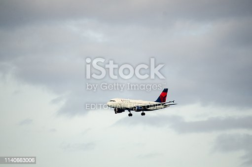 Delta airlines drops into clear skies on approach to Bermuda