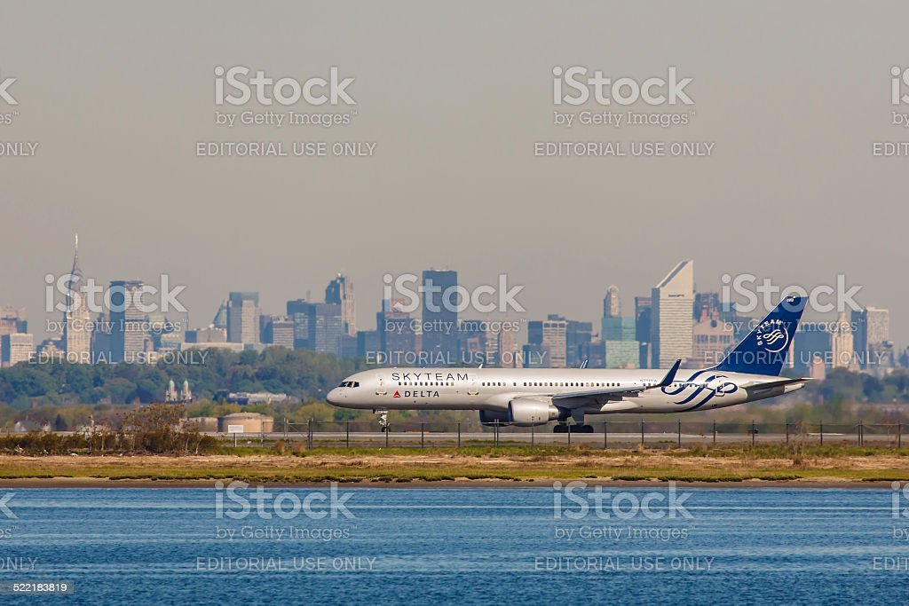 Delta Boeing 757 taxis at JFK International Airport stock photo