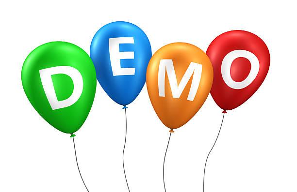 demo-zeichen, bunten luftballons - kostenlose onlinespiele stock-fotos und bilder