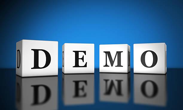 demo sign cubes - kostenlose onlinespiele stock-fotos und bilder