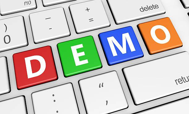 schaltfläche demo-zeichen auf der tastatur - kostenlose onlinespiele stock-fotos und bilder