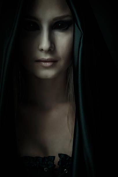 démon - vampire femme photos et images de collection