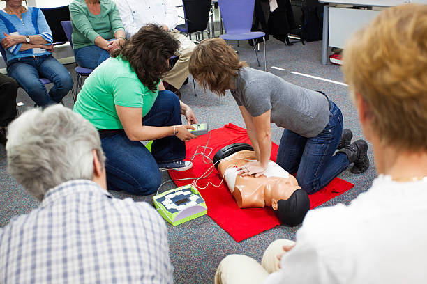 Demonstrating Chest Compressions foto