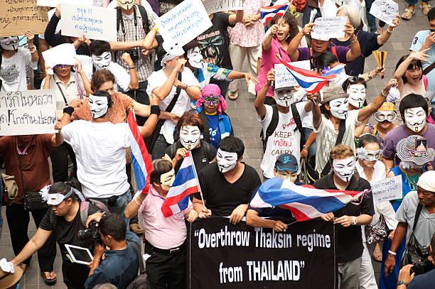 demonstranten aus anti-regierung v für thailand gruppen in bangkok. - guy fawkes maske stock-fotos und bilder