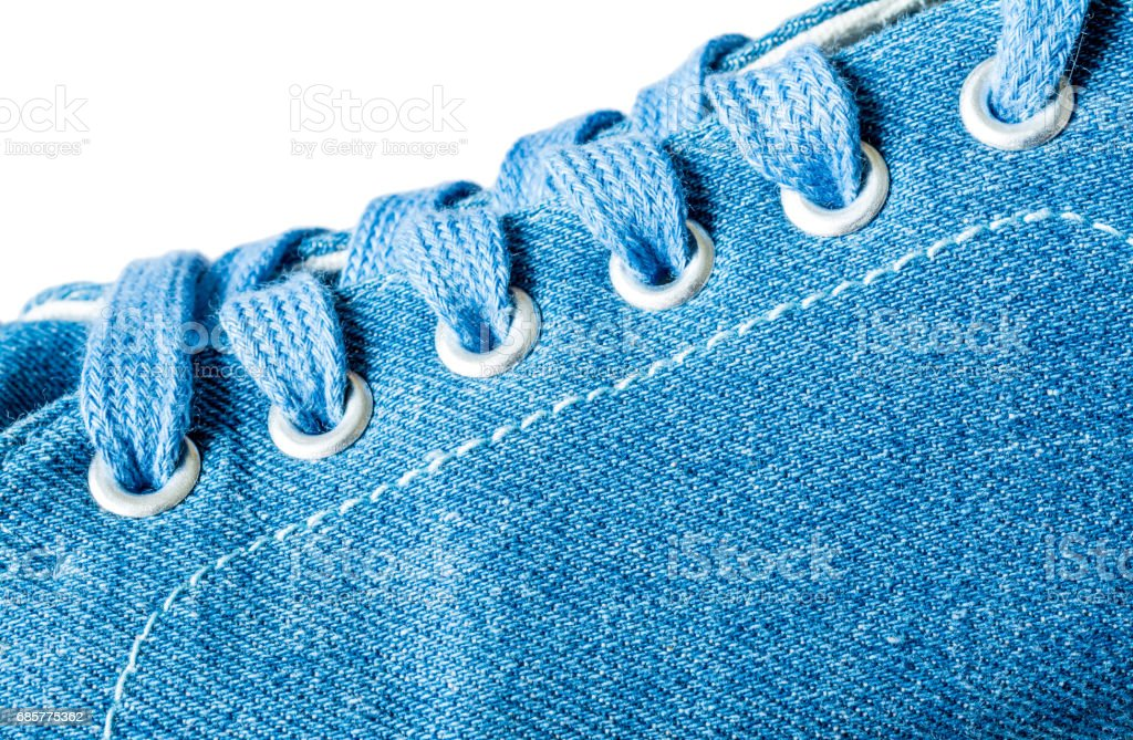 Texture de gros plan macro sneakers denim isolé sur fond blanc photo libre de droits